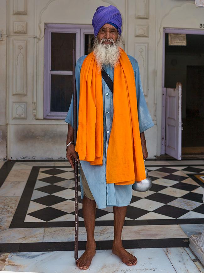 Devote Golden Temple Amritsar