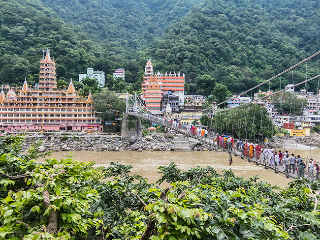 Lakshman Jhula bridge/