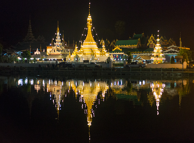 Temple and lake in Mae Hong Son
