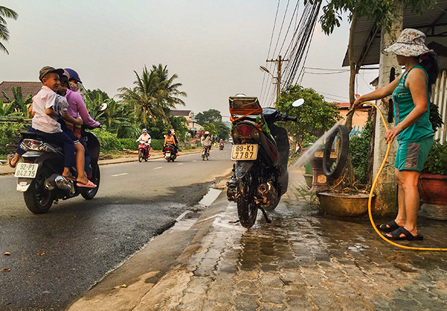 Clean Bike in Khâm Đức