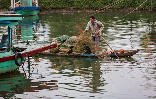Fisherman prepares the nets for the catch