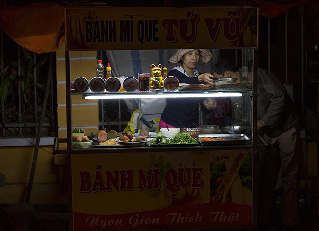 Most of the street food stalls did make some sales. A quick bite while walking works even in Hoi An