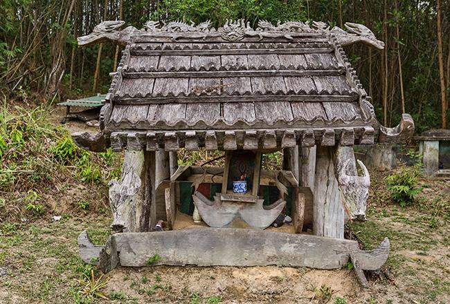 Wodden grave