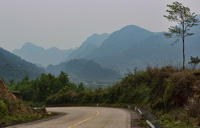 Almost no traffic again as the road curves through the valley