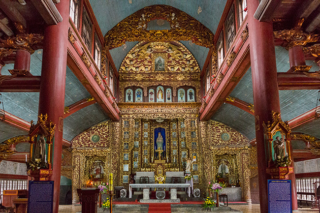Inside the Phát Diệm Cathedral