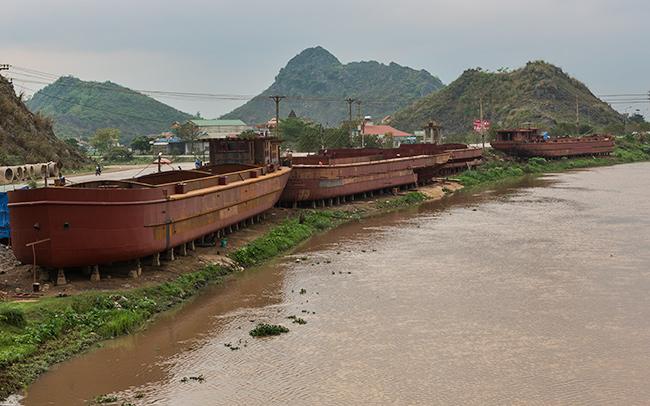 Ship yard Vietnamese style