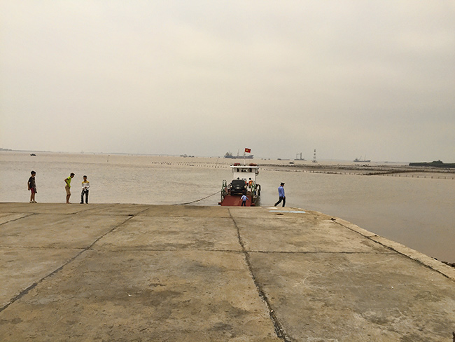 Waiting for the slow ferry  to the  Cát Hải